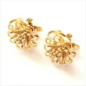 Trifari Jewelry - Vintage Signed Trifari Gold Tone Clip-On Earrings